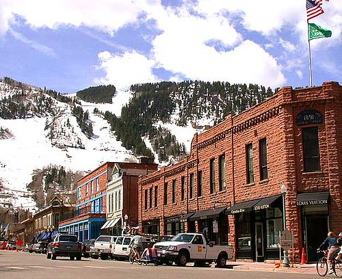 Thousands of Aspen residents have had to live without heat for two days