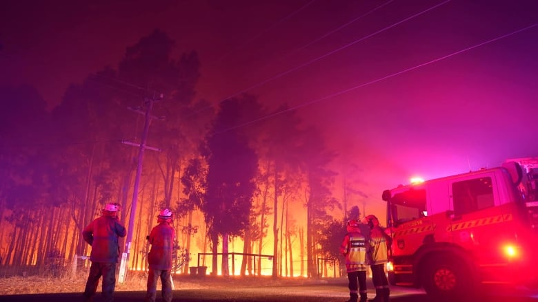 Australia: Approximate 30 homes destroyed in out-of-control fires