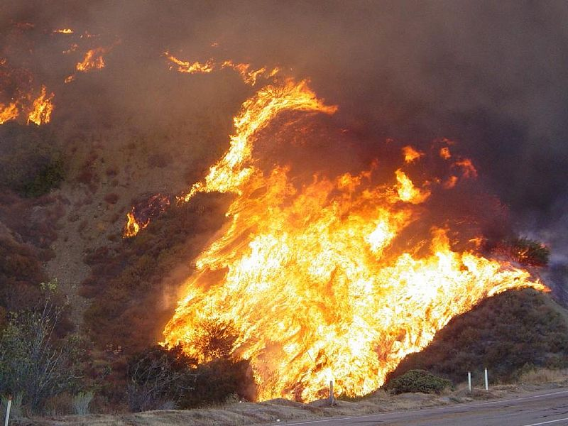Highway 395 remains closed because of Tamarack fire