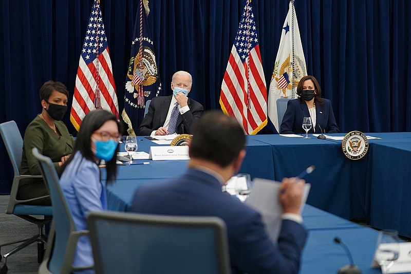 Biden Says Western Wildfires Call for 'urgent action' in Meeting with Governors